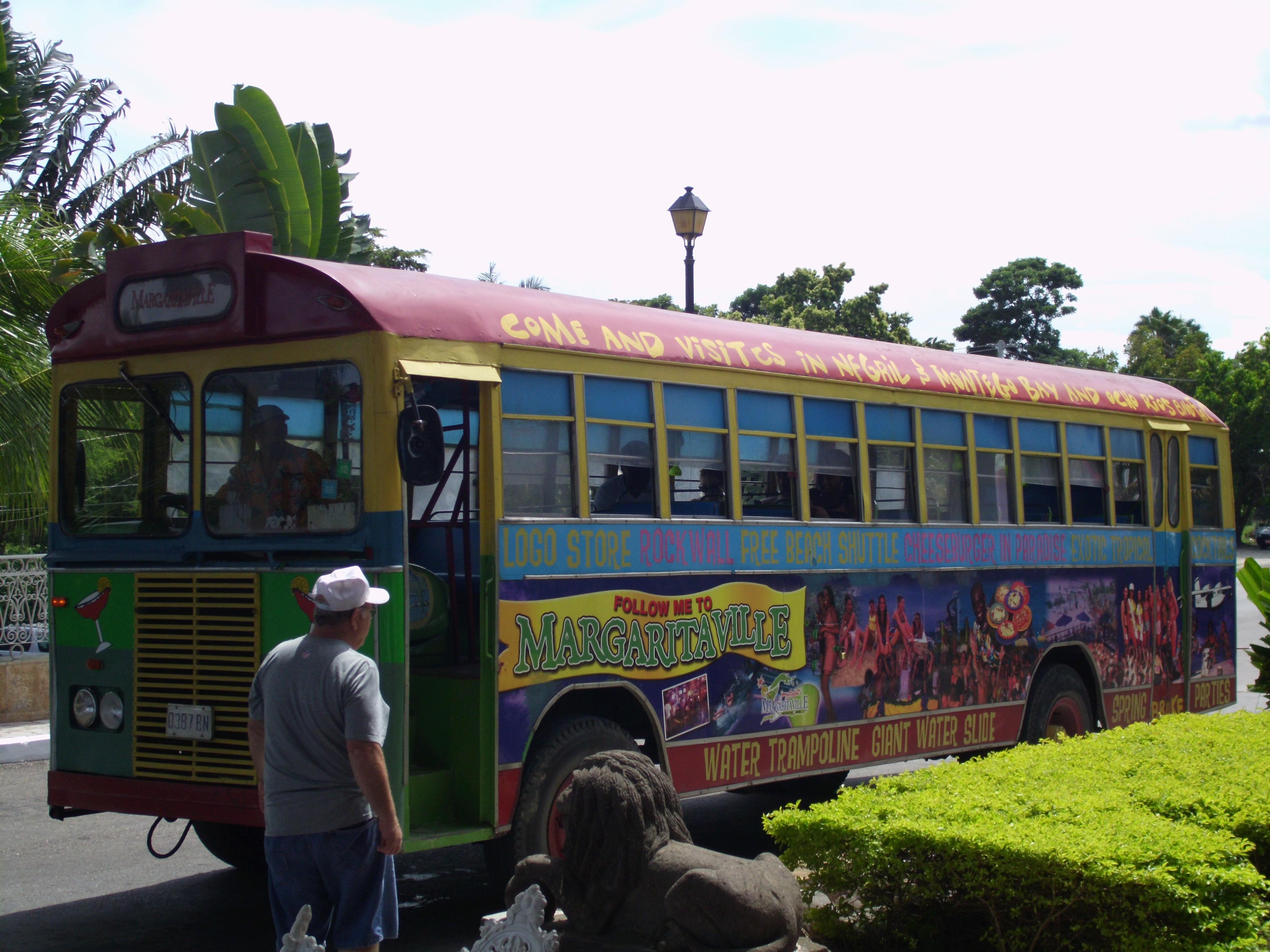 bemalter Bus auf Jamaica, Insel des Reggae