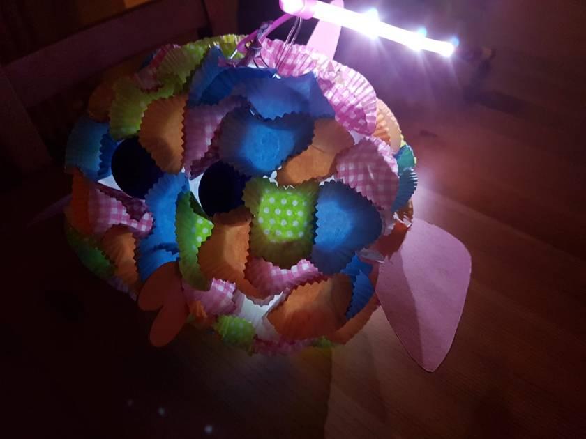Laterne selber basteln aus einem Papier Lampion