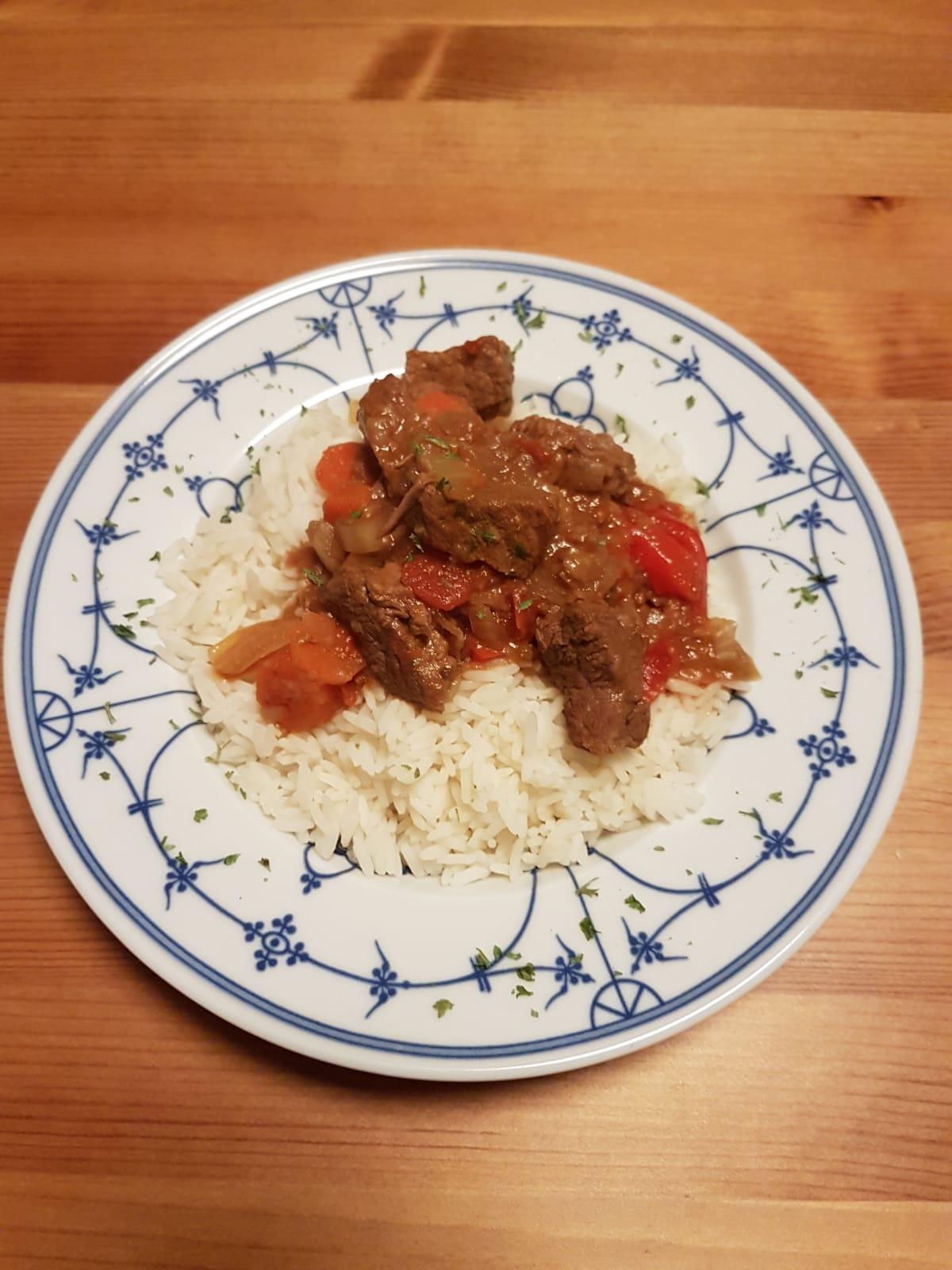 Indisches Rindercurry aus dem Slow Cooker. In 20 Minuten zubereitet, danach 8 - 9 Stunden im Slow Cooker kochen lassen.