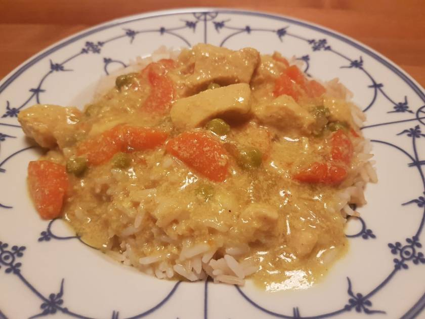 Cremiges Chicken Curry aus dem Slow Cooker. Ein leckeres Gericht, schnell zubereitet, ideal für Berufstätige.  Asiatisch indisches Geschmackserlebnis.
