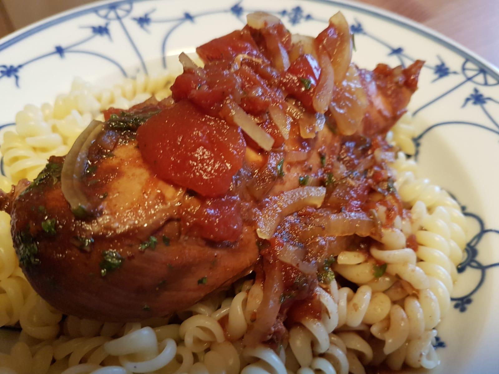 Italienisches Balsamico Hähnchen aus dem Slow Cooker. Lecker, einfach und schnell zubereitetes Essen. Perfekt geeignet für Berufstätige.