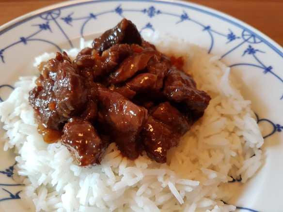 mongolisches Rindfleisch aus dem Slow Cooker mit Basmati Reis.