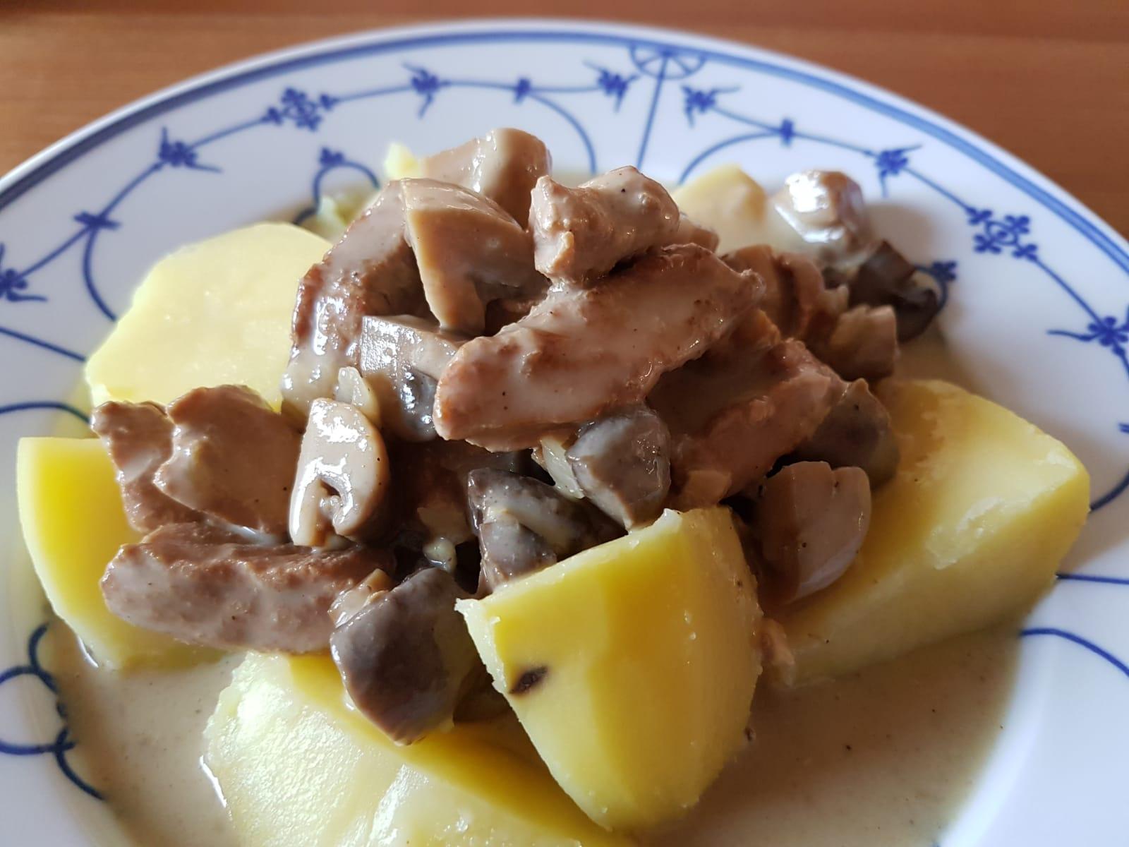 cremiges Schweingeschnetzeltes auf Kartoffeln aus dem Slow Cooker