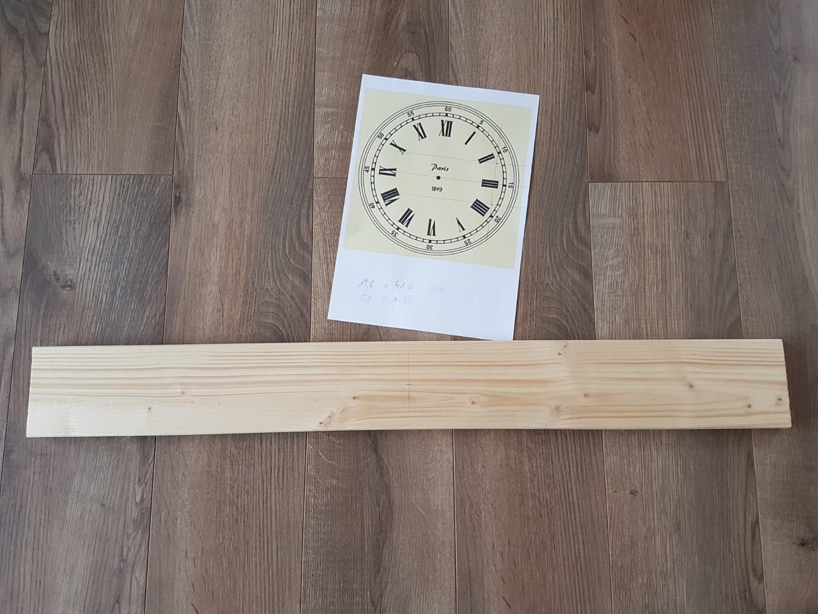 Das Design der Wanduhr und das Holzbrett. So baust du dir eine coole Wanduhr als Blickfang für das Wohnzimmer selber.