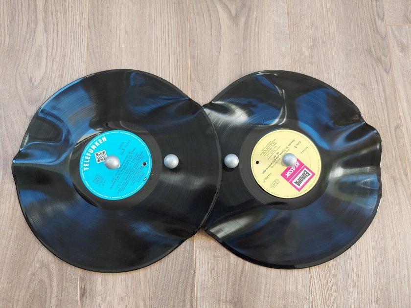 Garderobe aus Schallplatte und IKEA Fläng