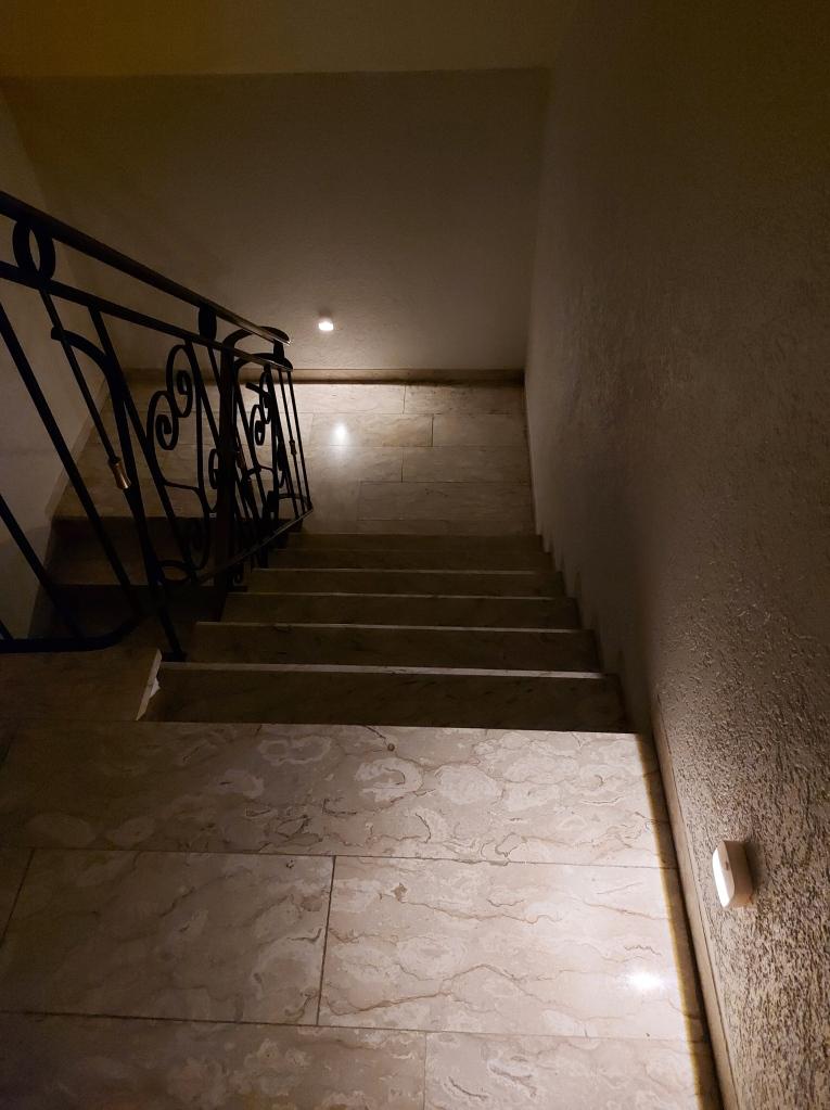 Treppenhaus automatisch beleuchtet